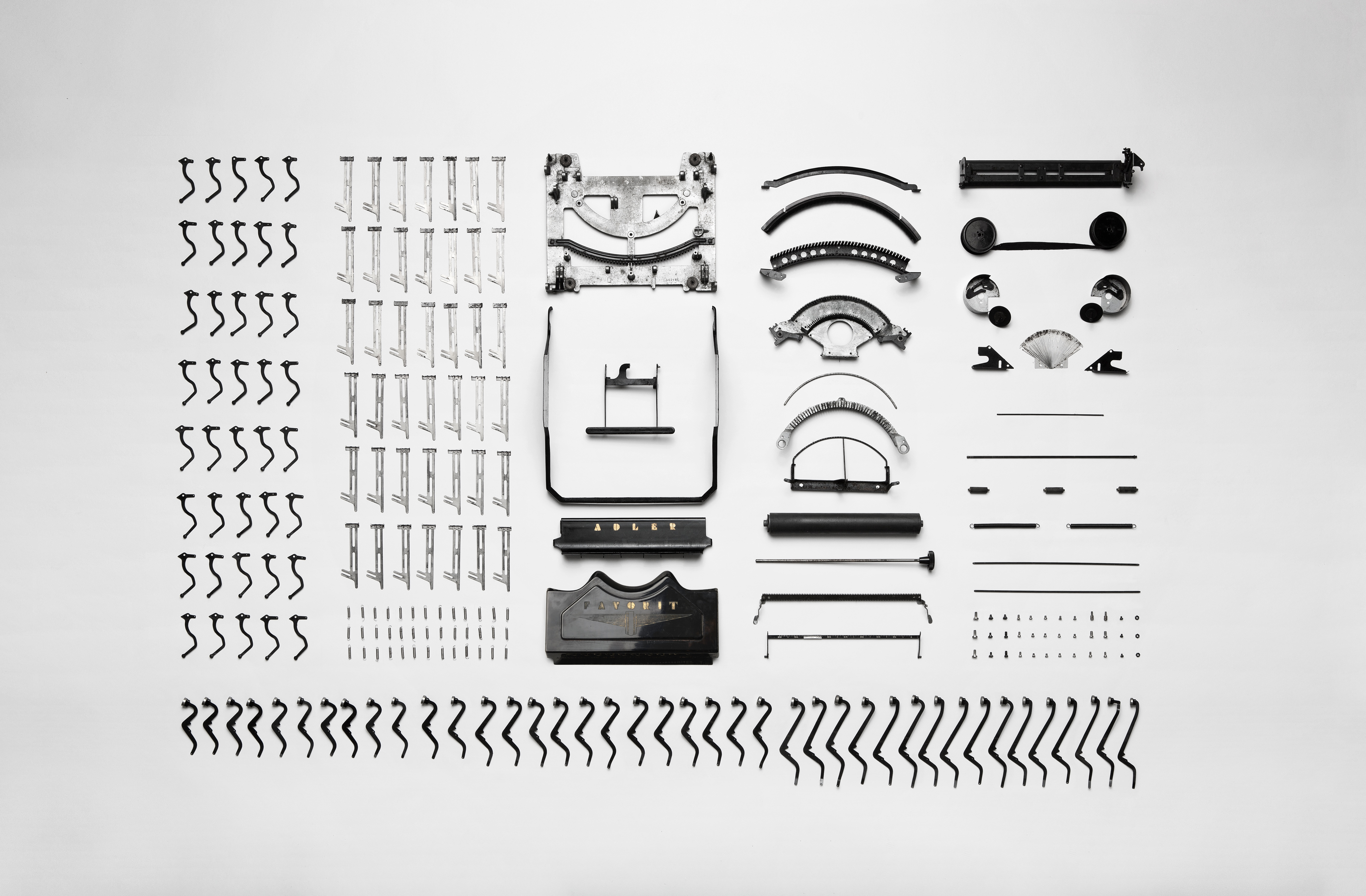 black-and-white-technology-part-typewriter-deconstruct-dismantled-175-pxhere.com